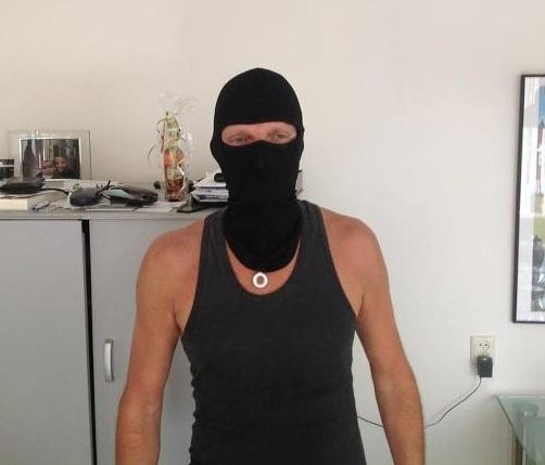 Rob met Bivakmuts Black Ninja