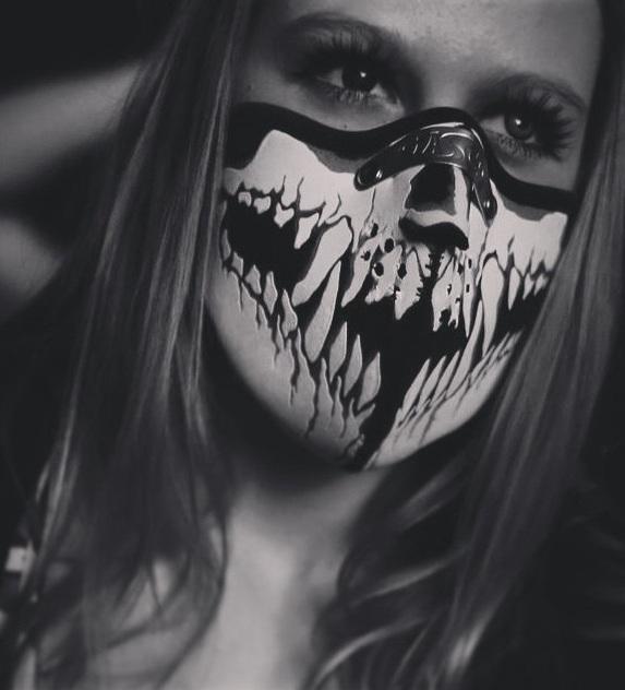 Facemask Skull Dangs